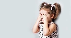 девушка меньший портрет Она плачет и повреждение Стоковые Изображения RF