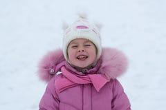 девушка меньшяя зима стоковые фотографии rf
