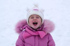 девушка меньшяя зима стоковые фото