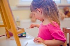 девушка меньшяя картина стоковое изображение