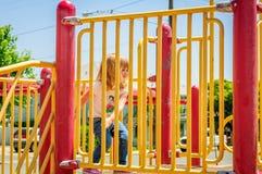 девушка меньшяя спортивная площадка стоковое изображение