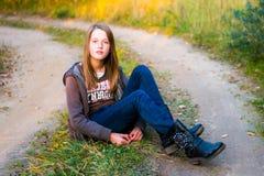 девушка довольно предназначенная для подростков стоковые фото