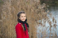 девушка около реки Стоковые Фотографии RF