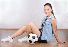 девушка предпосылки над белизной подростка студии всхода Стоковые Изображения RF
