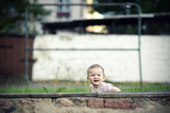 девушка пряча немного Стоковые Фотографии RF