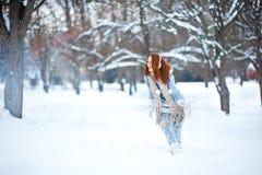 девушка пущи снежная Стоковая Фотография