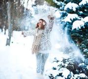 девушка пущи снежная Стоковые Фотографии RF