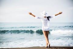 девушка пляжа красивейшая Стоковые Изображения RF