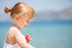 девушка пляжа немногая Стоковые Изображения