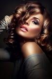 девушка сексуальная Модель красоты над темной предпосылкой Стоковые Фото