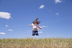 девушка скача немного стоковые изображения