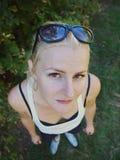 девушка смотря вверх Стоковое фото RF