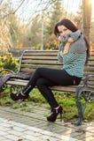 девушка стенда outdoors сидя Стоковые Фото