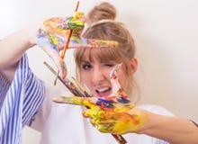девушка художника стоковое фото