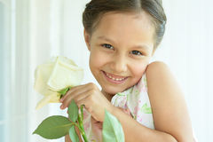 девушка цветка немногая подняла Стоковое Фото