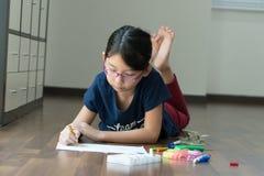девушка чертежа немногая стоковая фотография rf