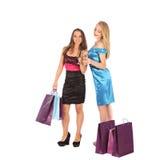 2 девушки выпивают духи к selebrate превосходный выбор Стоковые Фотографии RF