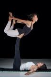 2 девушки выполняя представления acro-йоги Стоковое фото RF