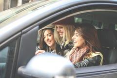 3 девушки в автомобиле Стоковое Фото