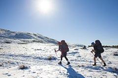 2 девушки в горах Стоковое Изображение RF