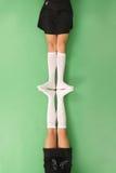 2 девушки в длинной с колен носках Стоковые Изображения RF