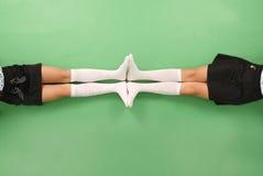 2 девушки в длинной с колен носках Стоковые Изображения