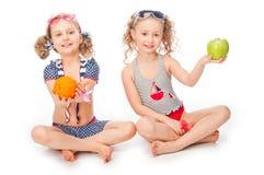 2 девушки в купальных костюмах Стоковые Изображения
