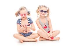2 девушки в купальных костюмах Стоковое фото RF