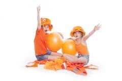 2 девушки в оранжевом приветственном восклицании Стоковая Фотография RF