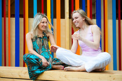 2 девушки в парке Стоковые Изображения RF
