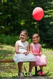 2 девушки в парке Стоковые Изображения
