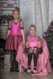 2 девушки в пинке для рождества Стоковое фото RF