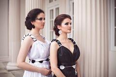 2 девушки в черно-белом Стоковое Фото