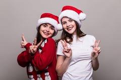 2 девушки в шляпе Санты Стоковая Фотография