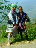 2 девушки деревни Sapa в традиционном платье Вьетнаме Стоковое фото RF