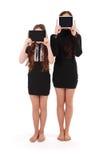 2 девушки держат ПК таблетки перед стороной Стоковые Изображения RF