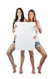 2 девушки держат плакат Стоковое Изображение RF