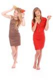 2 девушки держа свежую грушу Стоковые Изображения