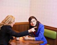 2 девушки детенышей довольно кавказских Стоковая Фотография