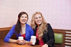 2 девушки детенышей довольно кавказских Стоковое фото RF