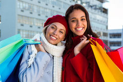 2 девушки делая покупки Стоковые Фотографии RF