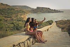 3 девушки делая selfie Стоковое Изображение
