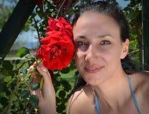 девушки и розы стоковые изображения rf