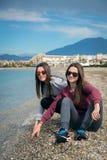 2 девушки морем Стоковые Изображения RF