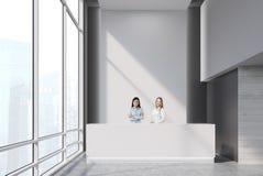 2 девушки на приемной Стоковое Изображение