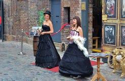 2 девушки на рынке конюшен Camden Стоковые Изображения RF