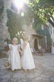 2 девушки нося крыла Outdoors Стоковая Фотография