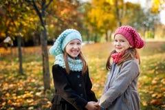 девушки осени паркуют 2 Стоковая Фотография RF
