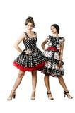 2 девушки одели в стиле штыря-вверх на белой предпосылке Стоковое Изображение RF
