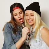 девушки пея Стоковые Фото